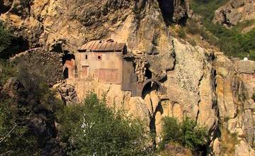 The Armenian Highlands and Its Living Stones