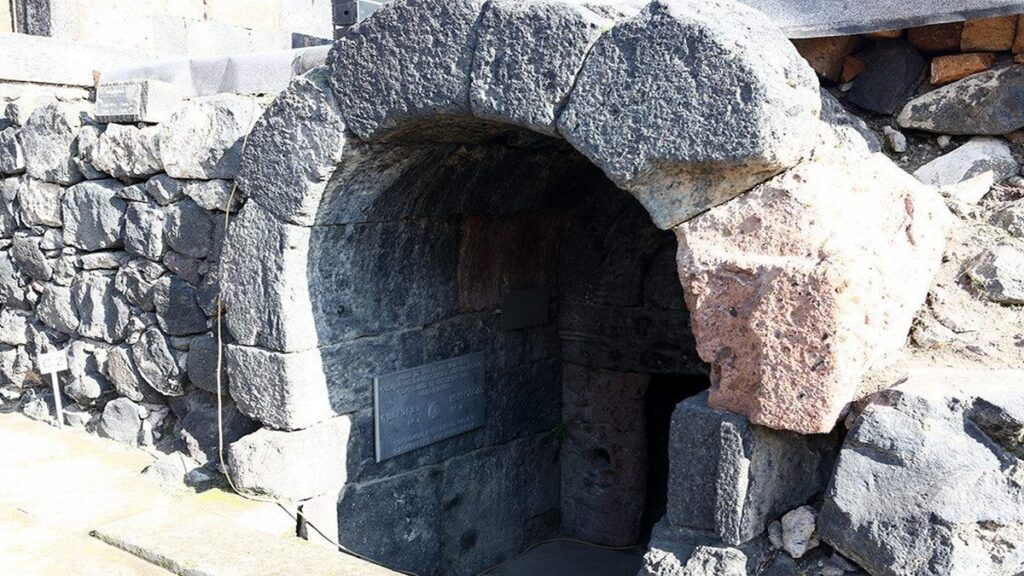 Recently Discovered Tombs Of Armenian Kings In Aghdzk: What We Know